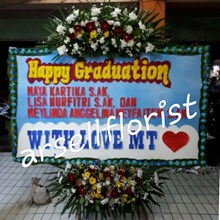 bunga papan happy graduation