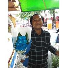 bunga tangan mawar biru
