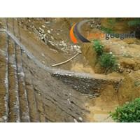 Penahan longsor menggunakan Geogrid