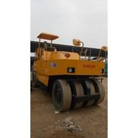 Mesin Pembuat Aspal Tire Rollers Sakai TS200 1