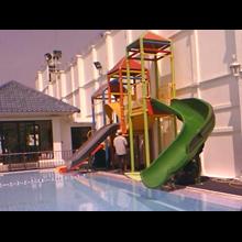 perosotan kolam renang