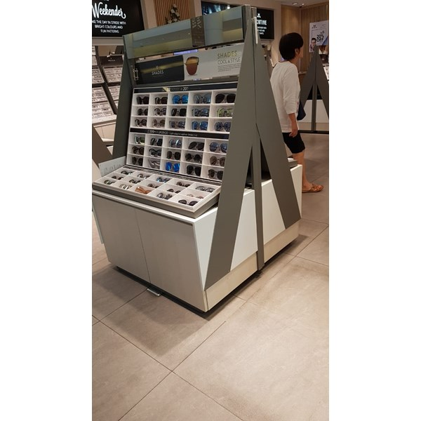 Booth Display Kacamata
