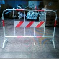 Jual  Pagar pembatas jalan/road barrier pipa 2