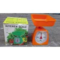 Kitchen Scale atau timbangan plastik 2 kg.