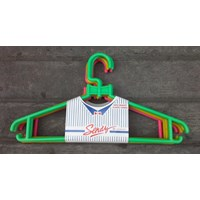 produk plastik rumah tangga Hanger plastik atau gantungan pakaian merk Sendy 1