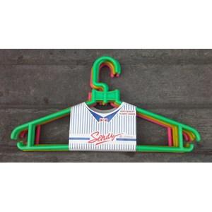 produk plastik rumah tangga Hanger plastik atau gantungan pakaian merk Sendy