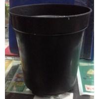 Pot plastik 18 USA warna hitam merk Eko untuk taman