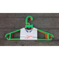 Alat Laundry Lainnya gantungan baju plastik atau hanger rotan produk pabrik Sendy