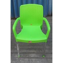 Kursi plastik anyaman sandaran tangan dgn kaki stainless merk Lucky Star hijau stabilo
