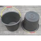 produk plastik rumah tangga ember atau timba cor plastik 24 hitam DS 1
