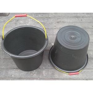 produk plastik rumah tangga ember atau timba cor plastik 24 hitam DS