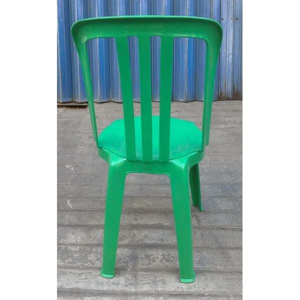 kami Kursi plastik persewaan merk Skyplast warna hijau daun