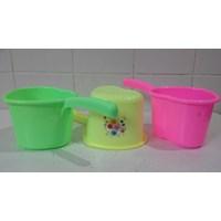 Distributor produk plastik rumah tangga gayung plastik model love hati warna warni merk DS 3