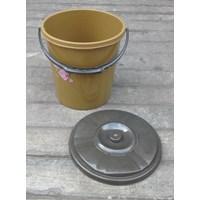 Distributor alat dapur lainnya ember plastik 2.5 galon clarita coklat plus tutup 3