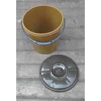 Beli alat dapur lainnya ember plastik 2.5 galon clarita coklat plus tutup 4