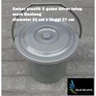 5 gallon silver plastic bucket close the bull brand 4