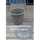 5 gallon silver plastic bucket close the bull brand 1