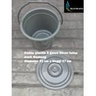 5 gallon silver plastic bucket close the bull brand 2