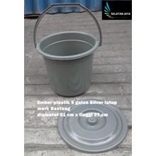 Produk Plastik Rumah Tangga Timba ember plastik 5 galon silver tutup merk banteng