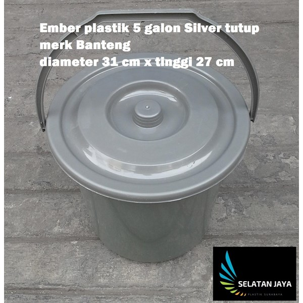 5 gallon silver plastic bucket close the bull brand