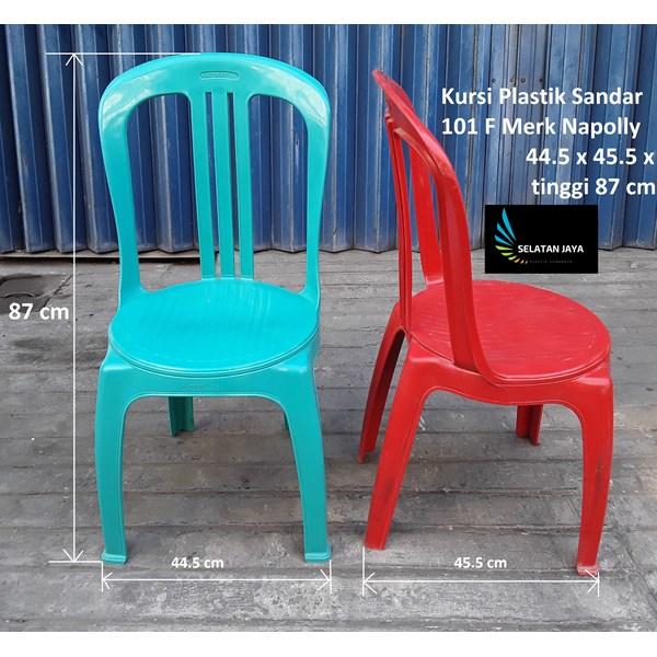 Kursi plastik kode 101 F merk Napolly warna hijau merah