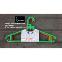 Gantungan baju plastik hanger rotan warna merk Sendy