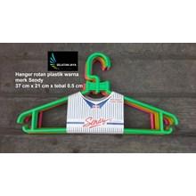 Gantungan baju plastik hanger rotan warna merk Sen