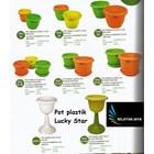 Pot bunga dan tanaman plastik tataan dan pot kaki merk lucky star 1