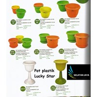 Pot bunga dan tanaman plastik tataan dan pot kaki merk lucky star