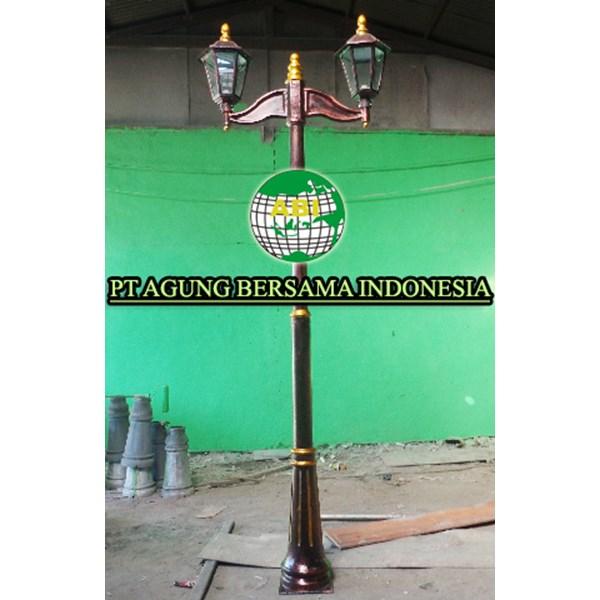 Selling Cheap Antique Light Poles
