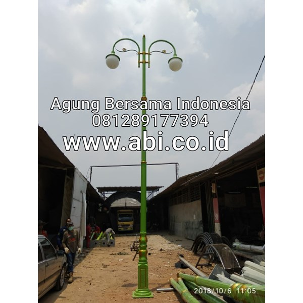 Classic Antique Street Light Pole