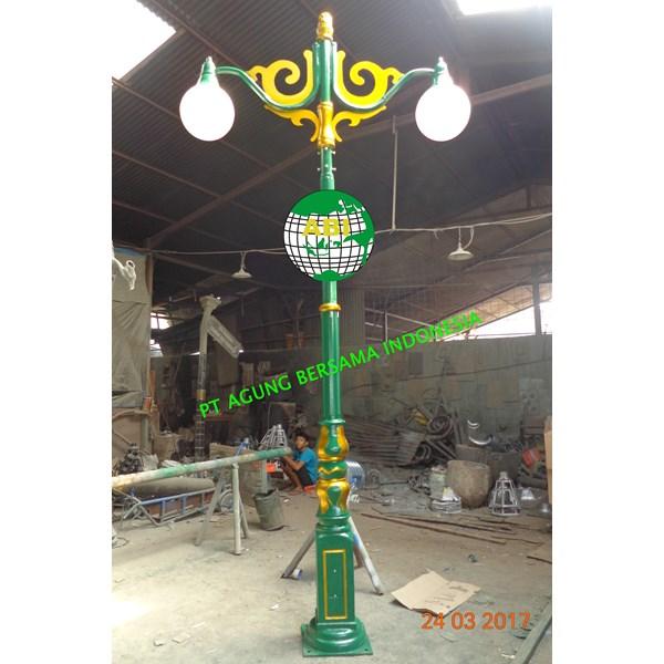 Antique Lamppost 2 Lights