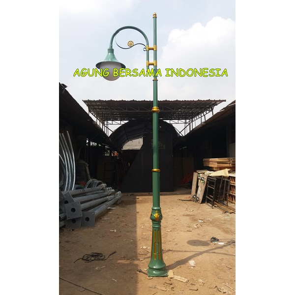 Tiang Lampu Taman Single Ornament