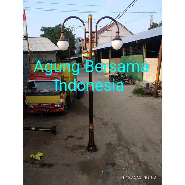 tiang lampu antik klasik depan rumah
