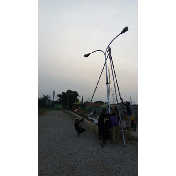 Tiang Lampu Jalan / Tiang PJU Double Ornament Octagonal