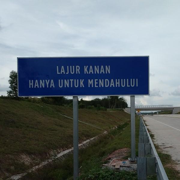 Rambu Jalan / Rambu Lalu Lintas Petunjuk Jalan Lajur Kanan Hanya Untuk Mendahului