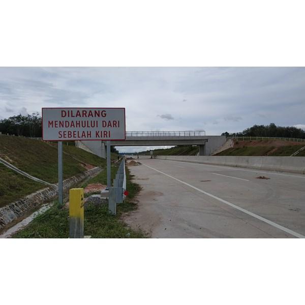Rambu Jalan / Rambu Lalu Lintas Dilarang Mendahului dari sebelah kiri