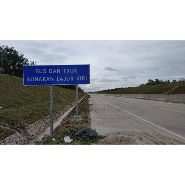 Rambu Jalan / Rambu Lalu Lintas  Bus & Truk Gunakan Lajur Kiri