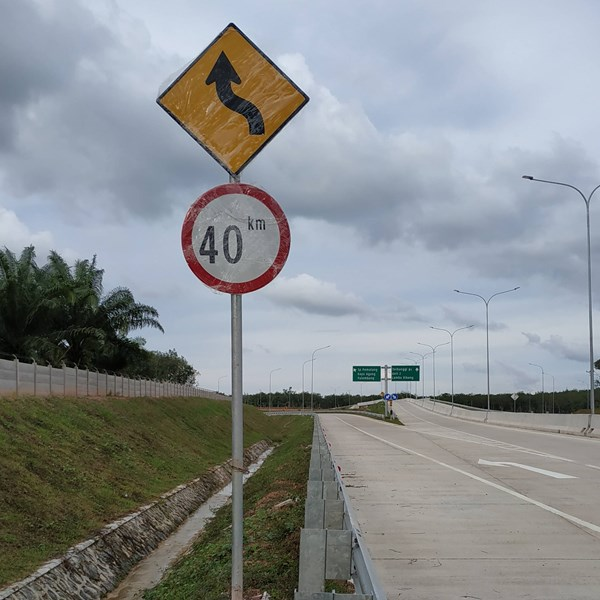 Rambu Jalan / Rambu Lalu Lintas Berliku dan Batas Kecepatan