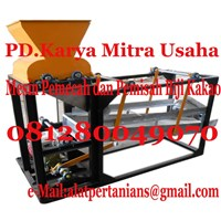 Separator Machine breaking fruit and cocoa beans