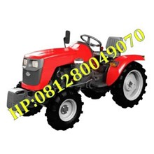Mesin Traktor Sawah Empat Roda
