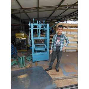 Dari Mesin Pembuat Batako Paving Mesin Batako Press 0