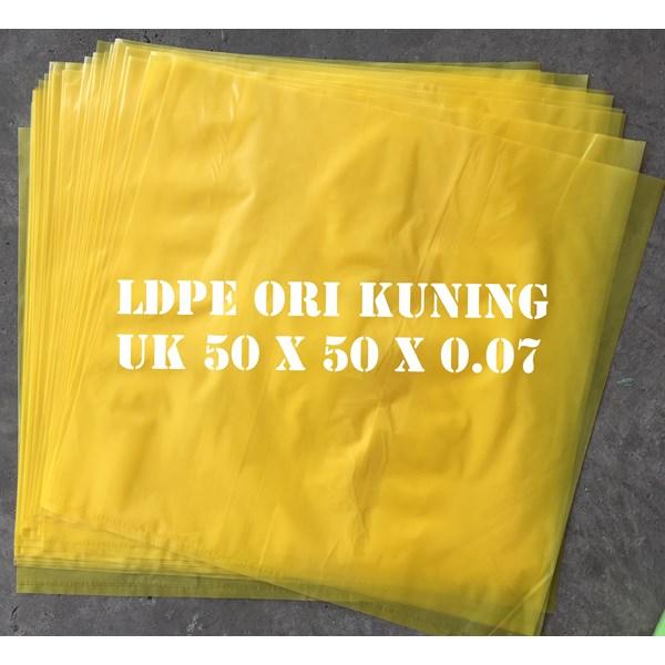 KANTONG PLASTIK LDPE ORI KUNING uk.50 X 50 X 0.07
