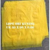 KANTONG PLASTIK LDPE ORI KUNING uk.60 X 60 X 0.06
