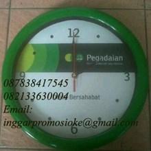 Jam dinding promosi warna hijau logo pegadaian
