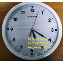 Jam dinding promosi warna putih diameter 32 cm