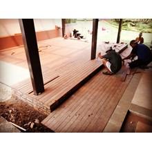 Lantai Decking Tiles Kayu Bengkirai