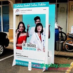 standee film catatan dodol calon dokter By Prima Indo Grafika