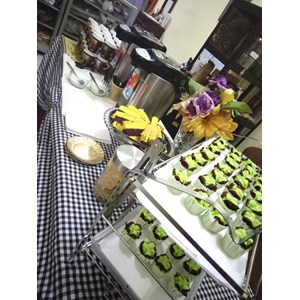 Kue Jajan Pasar Tradisional dan Snack Box By Mahadewi