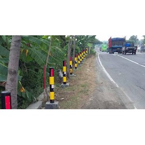 A pillar of iron delineator for safety of road vehicles